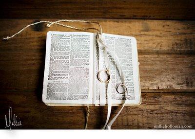 biblia_com_aliancas