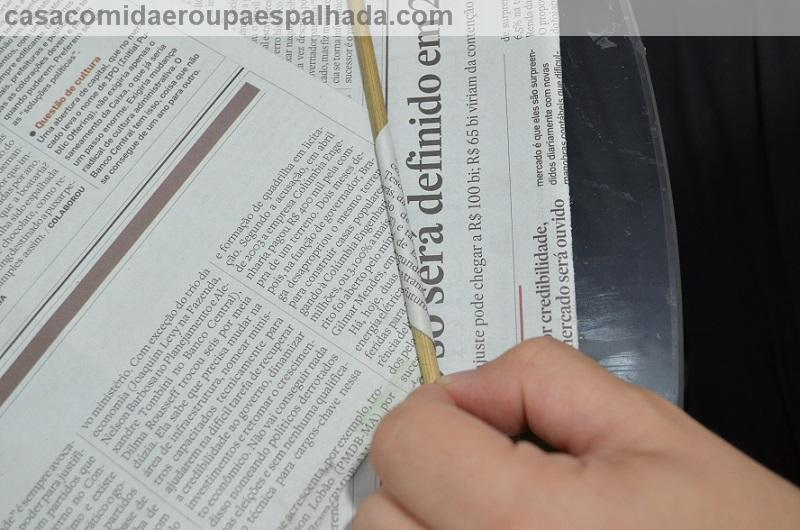 DIY: Sousplat de jornal . (5/6)