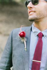 casamento-paleta_cores-cinza_rosa_marsala_vinho-noivo_01