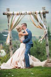 casamento_arco_portal_flores_cortina_fitas_verde_01
