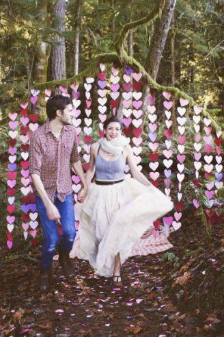 casamento_arco_portal_flores_cortina_papel_coracao_01