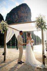 casamento_arco_portal_flores_cortina_praia_renda_01