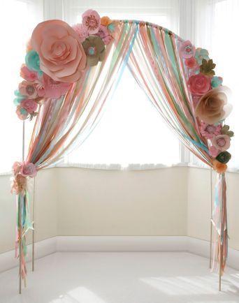 casamento_arco_portal_flores_cortina_rosa_azul_papel_fitas_01