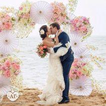 casamento_arco_portal_flores_cortina_rosa_sombrinha_01