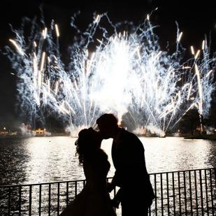 casamento_casal_fogos