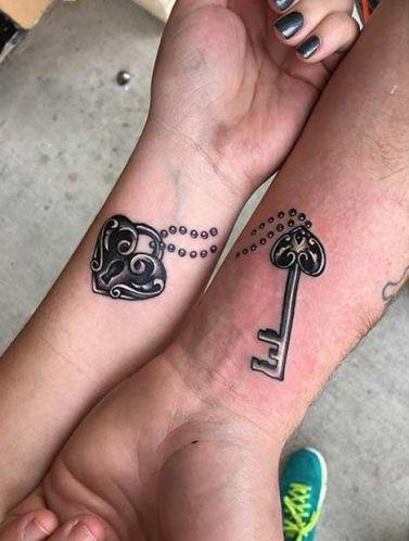 casacomidaeroupaespalhada_tatuagem_casal_tattoo_20
