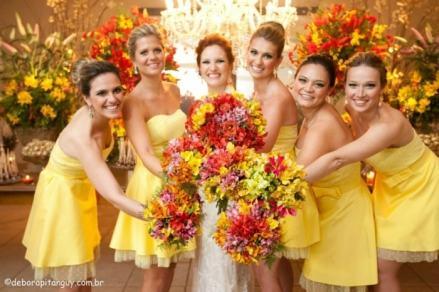 casacomidaeroupaespalhada_madrinhas_decoracao_mesma_cor_amarelo