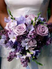 casacomidaeroupaespalhada-blog-casamento-pantone-2018-ultra-violet-ideias-decoracao-buque-noiva-madrinhas-01