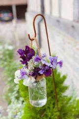 casacomidaeroupaespalhada-blog-casamento-pantone-2018-ultra-violet-ideias-decoracao-buque-noiva-madrinhas-09