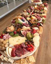 casacomidaeroupaespalhada_casamentos_tendencias_2019_buffet_grazing_table_01