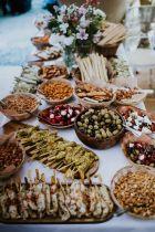 casacomidaeroupaespalhada_casamentos_tendencias_2019_buffet_grazing_table_02