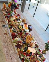 casacomidaeroupaespalhada_casamentos_tendencias_2019_buffet_grazing_table_03