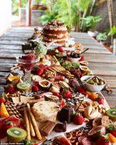 casacomidaeroupaespalhada_casamentos_tendencias_2019_buffet_grazing_table_04