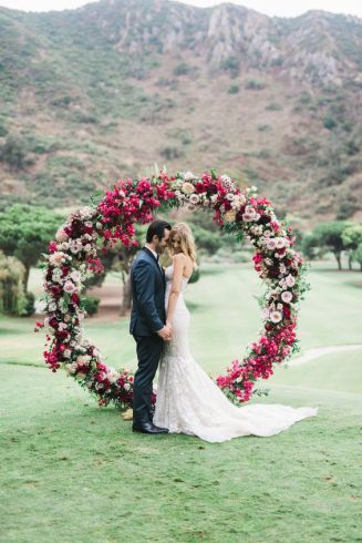 casacomidaeroupaespalhada_casamentos_tendencias_2019_decoracao_arcos_guirlandas_02