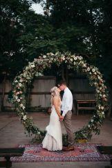 casacomidaeroupaespalhada_casamentos_tendencias_2019_decoracao_arcos_guirlandas_03