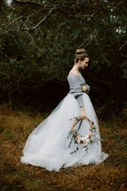 casacomidaeroupaespalhada_casamentos_tendencias_2019_noiva_buque_arco_guirlanda_03