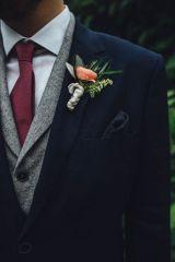casacomidaeroupaespalhada_casamentos_tendencias_2019_noivo_3piecesuit_terno_colete_mix_cores_diferentes_01