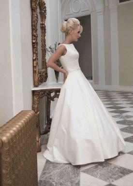casacomidaeroupaespalhada_casamentos_tendencias_2019_vestidos_noiva_clean_liso_05